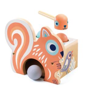 Kalapálós formabedobó játék – Koccantó – mókus  (Djeco, 6124)