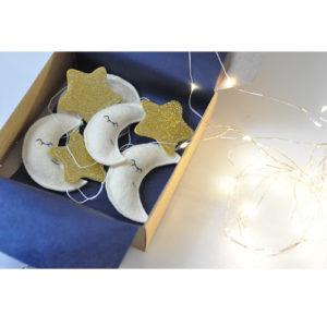 Gyerekszoba dekoráció - Holdas füzér babaszobába